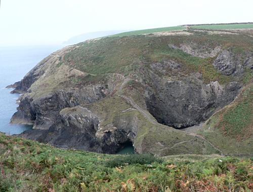 El Caldero de la Bruja, en la costa de Pembrokshire