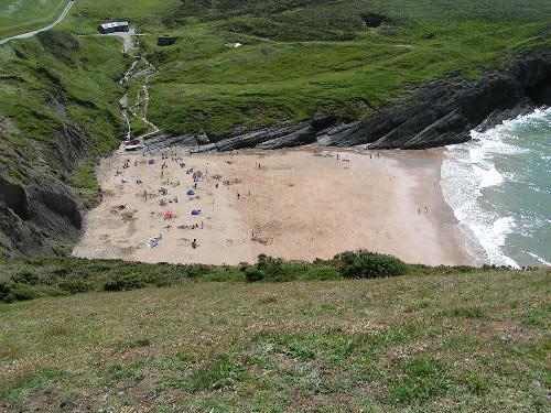 Mwnt, una playa pequeña y con historia